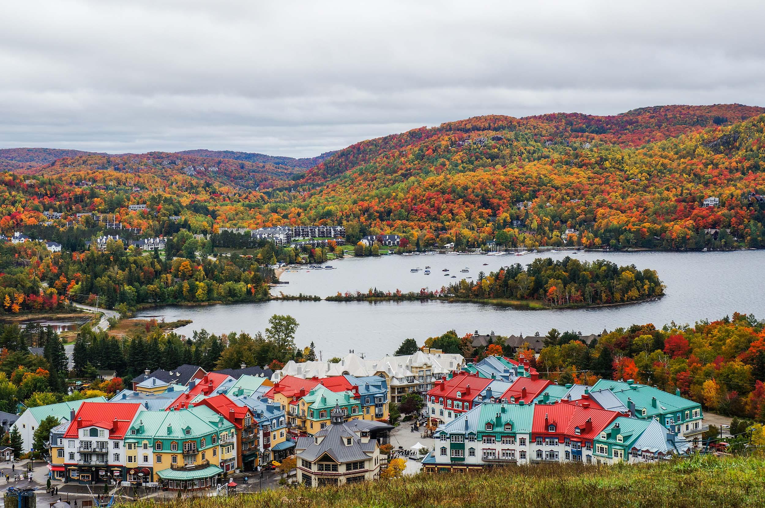 Vue du Mont-Tremblant à l'automne